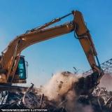demolição com retroescavadeira
