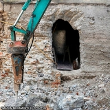 demolição escavadeira rompedor hidráulico Jardim Dona Donata