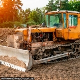 escavação com miniescavadeira