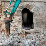 demolição de concreto com rompedor hidráulico