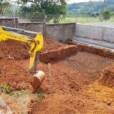 escavação de piscina