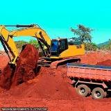 terraplanagem com caminhão de terra
